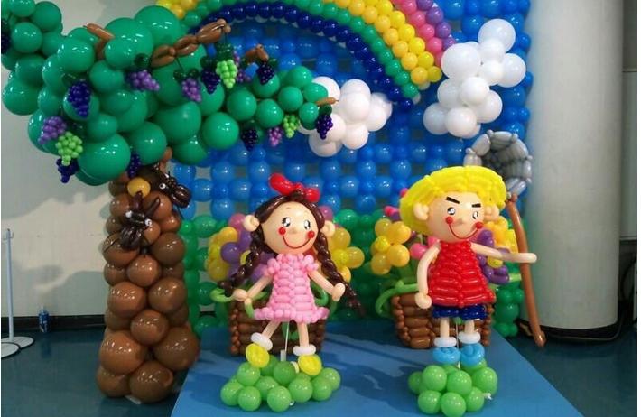 这么多漂亮可爱的小动物,小人儿,都是用气球做的.